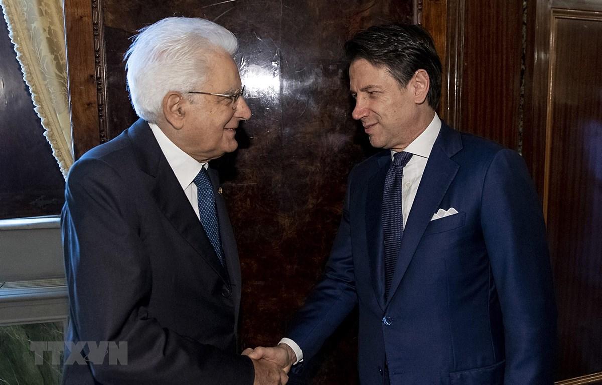 Tổng thống Italy Gergio Mattarella (trái) và Thủ tướng Giuseppe Conte (phải) tại cuộc gặp ở Rome, Italy, ngày 29/8. (Ảnh: AFP/TTXVN)