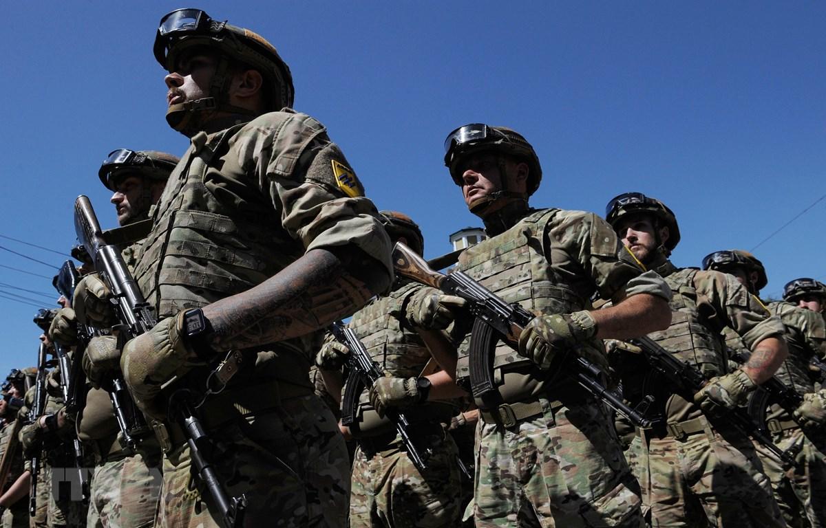 Quân nhân Ukraine tham gia một sự kiện ở Mariupol, miền Đông Nam Ukraine tháng 6/2019. (Ảnh: AFP/TTXVN)