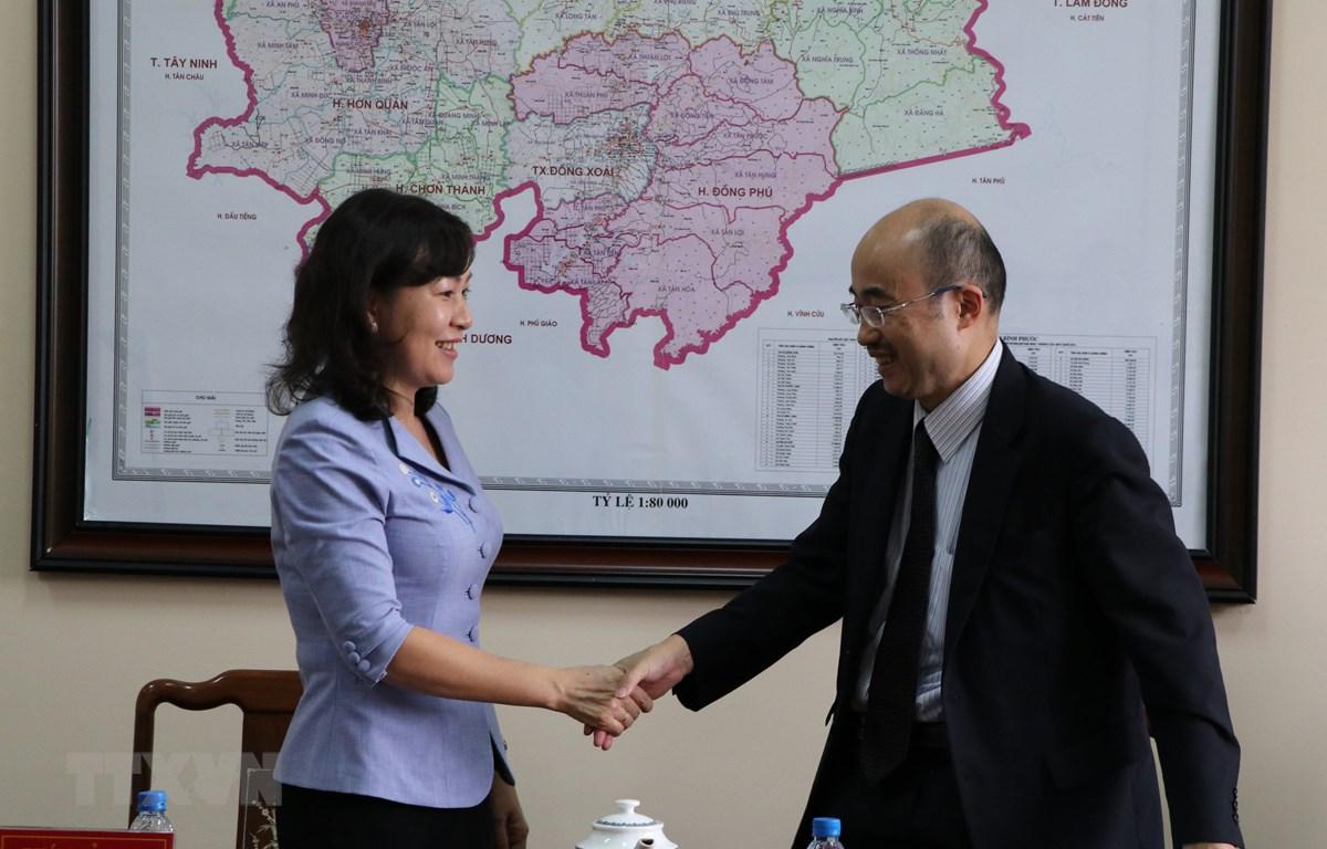 Đại diện lãnh đạo UBND tỉnh Bình Phước và đại diện Tổ chức Thúc đẩy ngoại thương Nhật Bản tại buổi làm việc. (Ảnh: Dương Chí Tưởng-TTXVN)