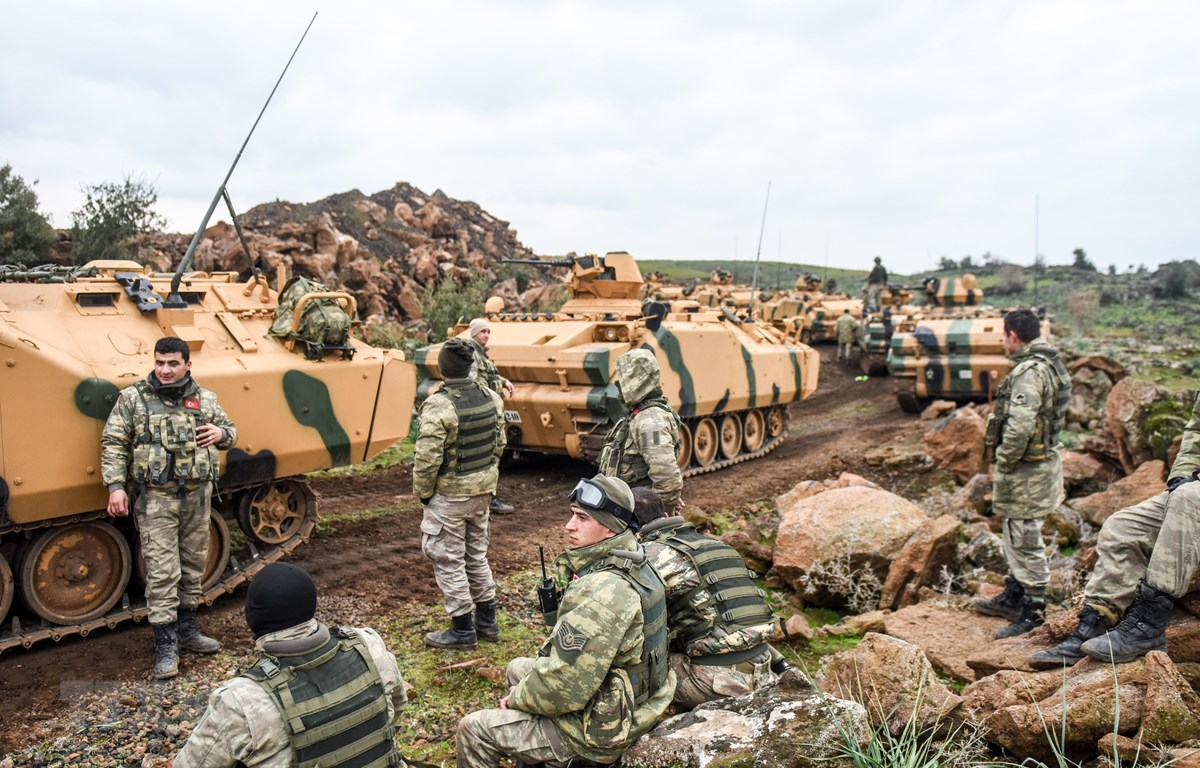 Binh sỹ quân đội Thổ Nhĩ Kỳ triển khai chiến dịch chống lực lượng Các Đơn vị bảo vệ nhân dân người Kurd (YPG), tại khu vực giáp giới Syria ở Hassa, tỉnh Hatay ngày 21/1/2018. (Ảnh: AFP/TTXVN)