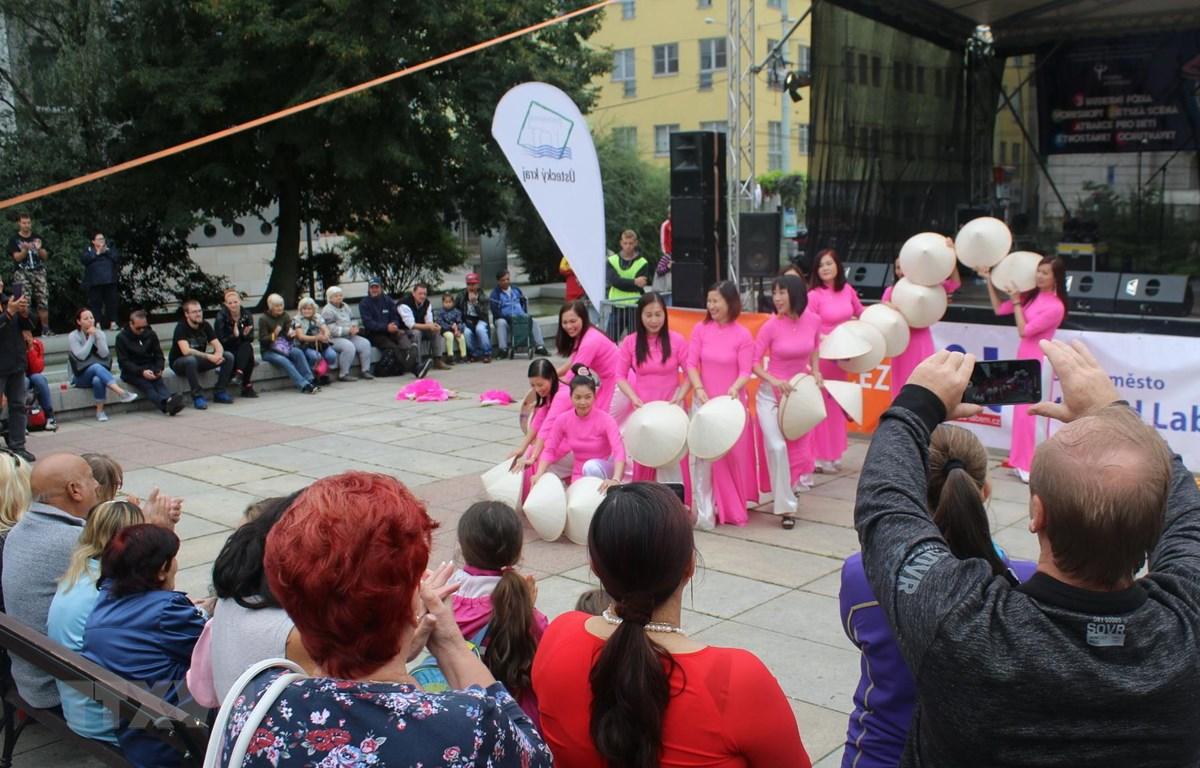Tiết mục múa của Việt Nam thu hút khán giả. (Ảnh:Trần Hiếu/Vietnam+)