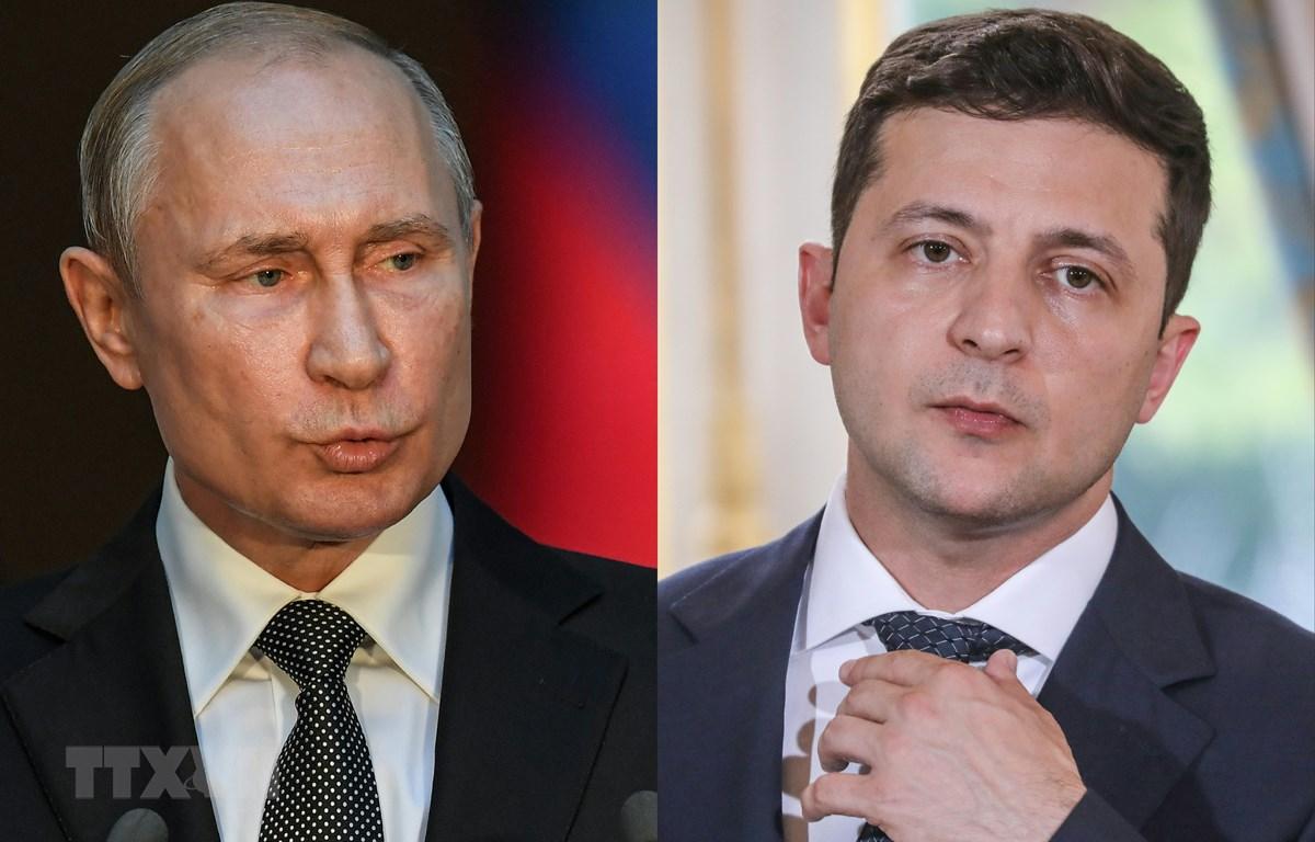 Tổng thống Nga Vladimir Putin (trái) và Tổng thống Ukraine Volodymyr Zelensky. (Ảnh: AFP/TTXVN)