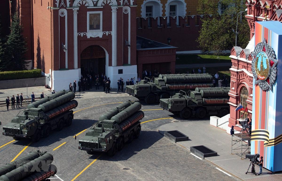 Hệ thống phòng thủ tên lửa S-400 trong lễ tổng duyệt kỷ niệm Ngày Chiến thắng ở Moskva, Nga,ngày 7/5/2019. (Ảnh: AFP/TTXVN)