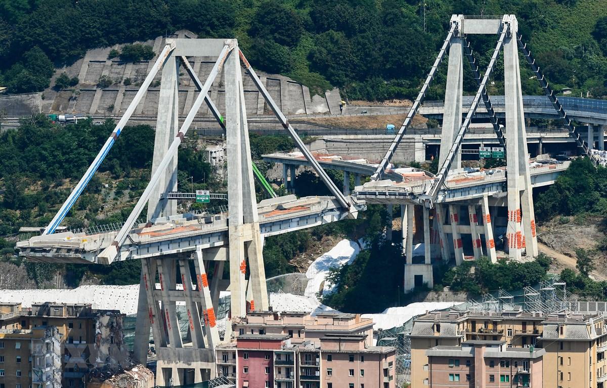 Phần còn lại của cầu cạn Morandi ở thành phố Genoa, Italy, ngày 27/6/2019. (Ảnh: AFP/TTXVN)