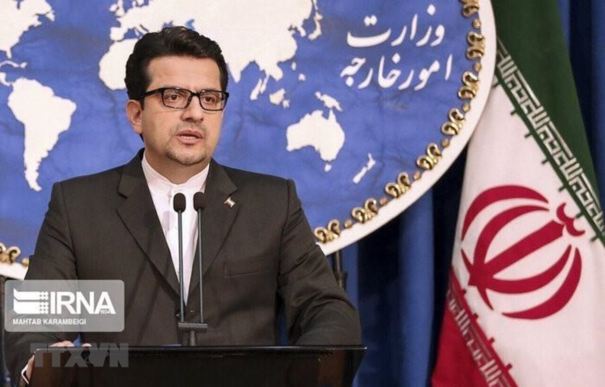 Người phát ngôn Bộ Ngoại giao Iran Abbas Mousavi phát biểu trong cuộc họp báo tại Tehran. (Ảnh: IRNA/TTXVN)