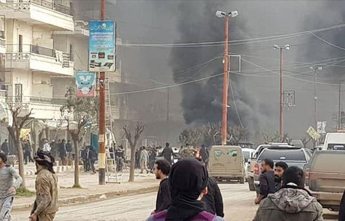 Hiện trường một vụ đánh bom xe tại Afrin, Syria ngày 13/9/2019. LHQ hy vọng việc thành lập ủy ban hiến pháp sẽ giúp sớm chấm dứt xung đột tại quốc gia này. (Ảnh: Anadolu Agency/TTXVN)