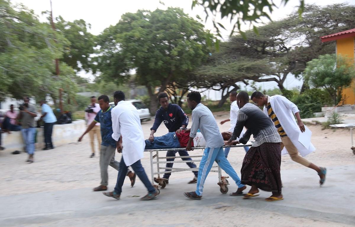 Một nạn nhân bị thương trong một vụ tấn công ở thủ đô Mogadishu, Somalia ngày 24/7/2019. Ảnh minh họa. (Ảnh: THX/TTXVN)