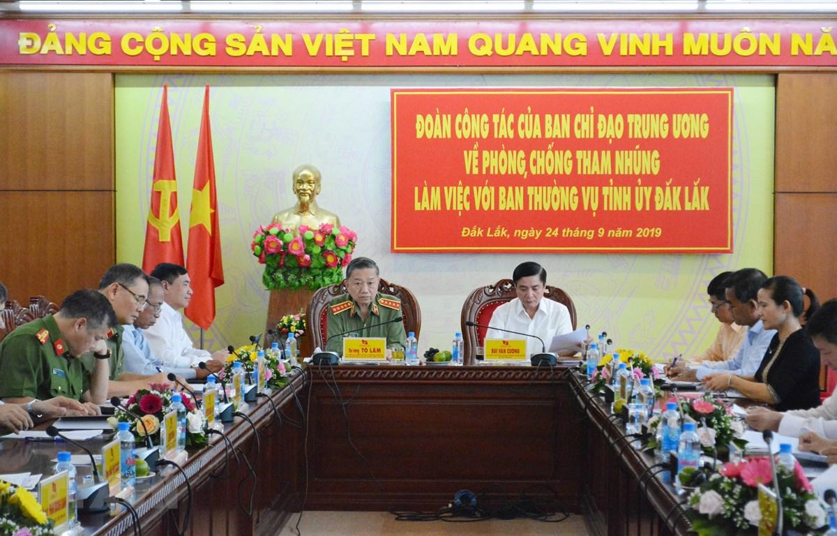Đoàn công tác của Ban Chỉ đạo Trung ương về phòng, chống tham nhũng làm việc tại Đắk Lắk. (Ảnh: Tuấn Anh/TTXVN)
