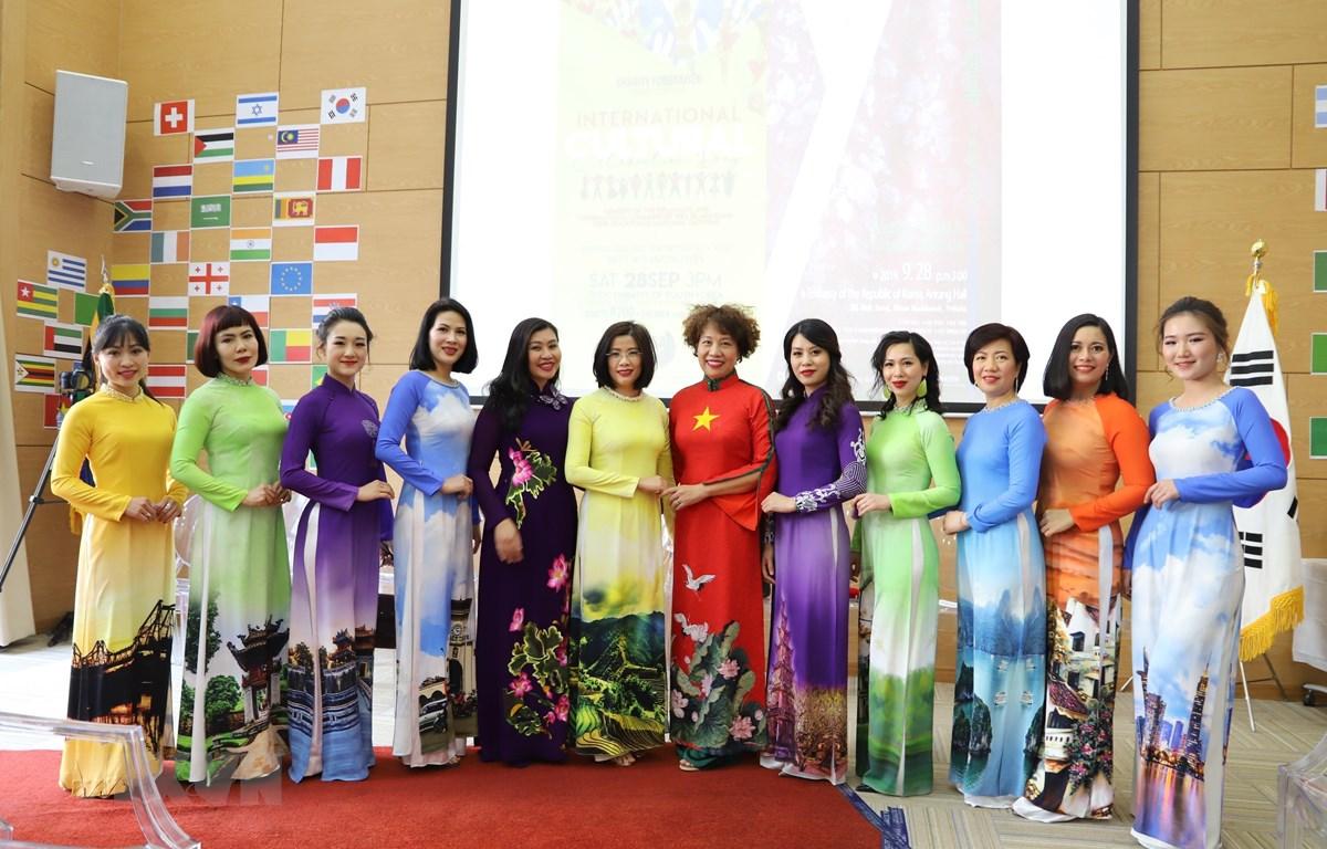 Các thành viên đoàn Việt Nam. (Ảnh: Phi Hùng/TTXVN)