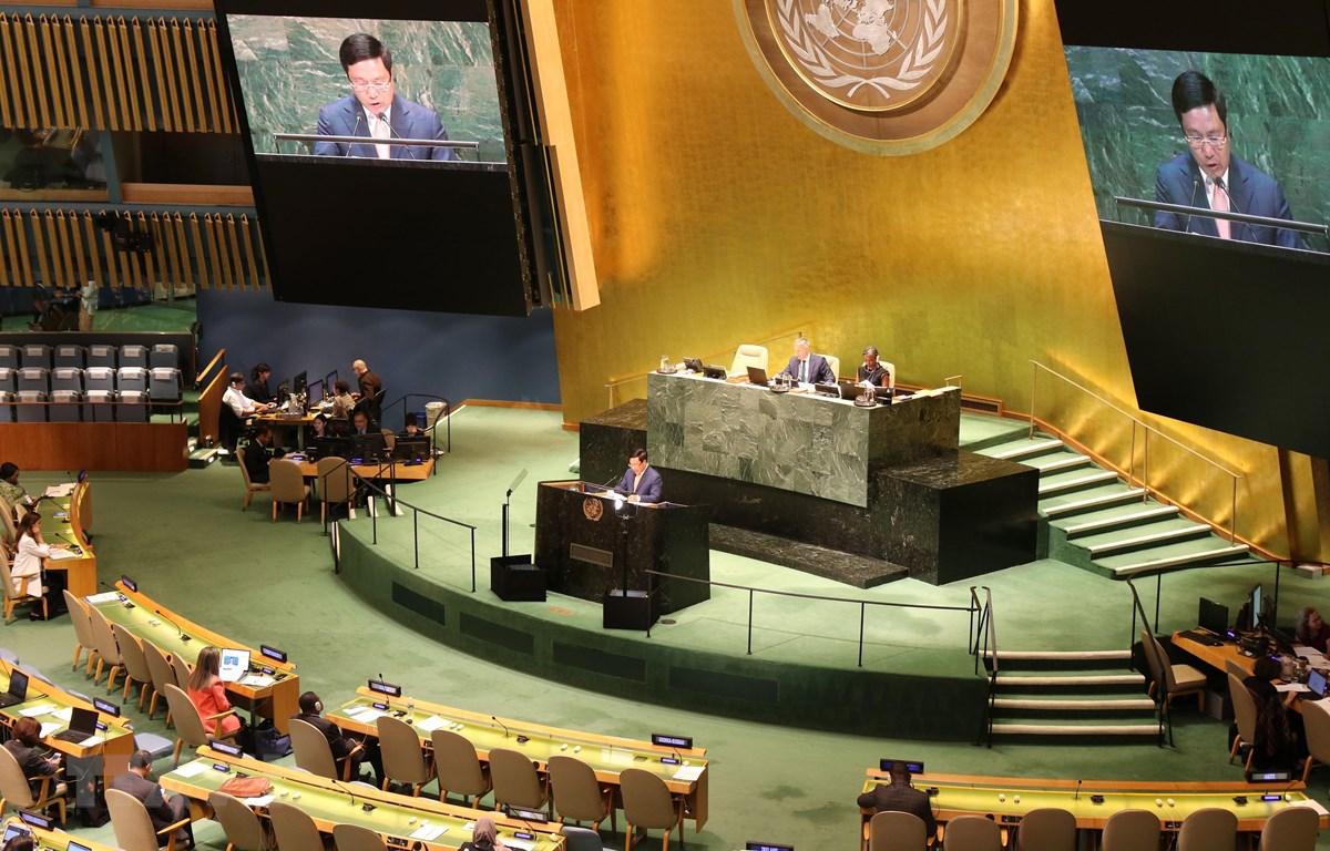 Phó Thủ tướng, Bộ trưởng Phạm Bình Minh phát biểu tại phiên thảo luận cấp cao Khóa họp thứ 74 Đại hội đồng LHQ. Ảnh: Hoài Thanh/TTXVN)