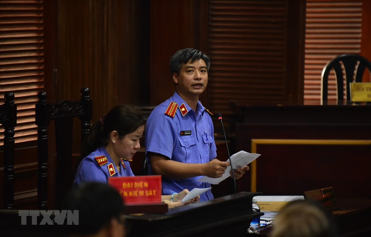 Đại diện Viện Kiểm sát tranh tụng tại phiên tòa. (Ảnh: Thành Chung/TTXVN)