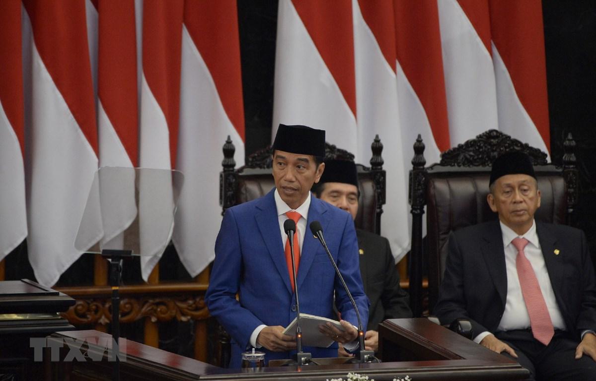 Tổng thống Indonesia Joko Widodo (thứ 2 phải) phát biểu tại cuộc họp Quốc hội ở Jakarta ngày 16/8. (Ảnh: AFP/TTXVN)