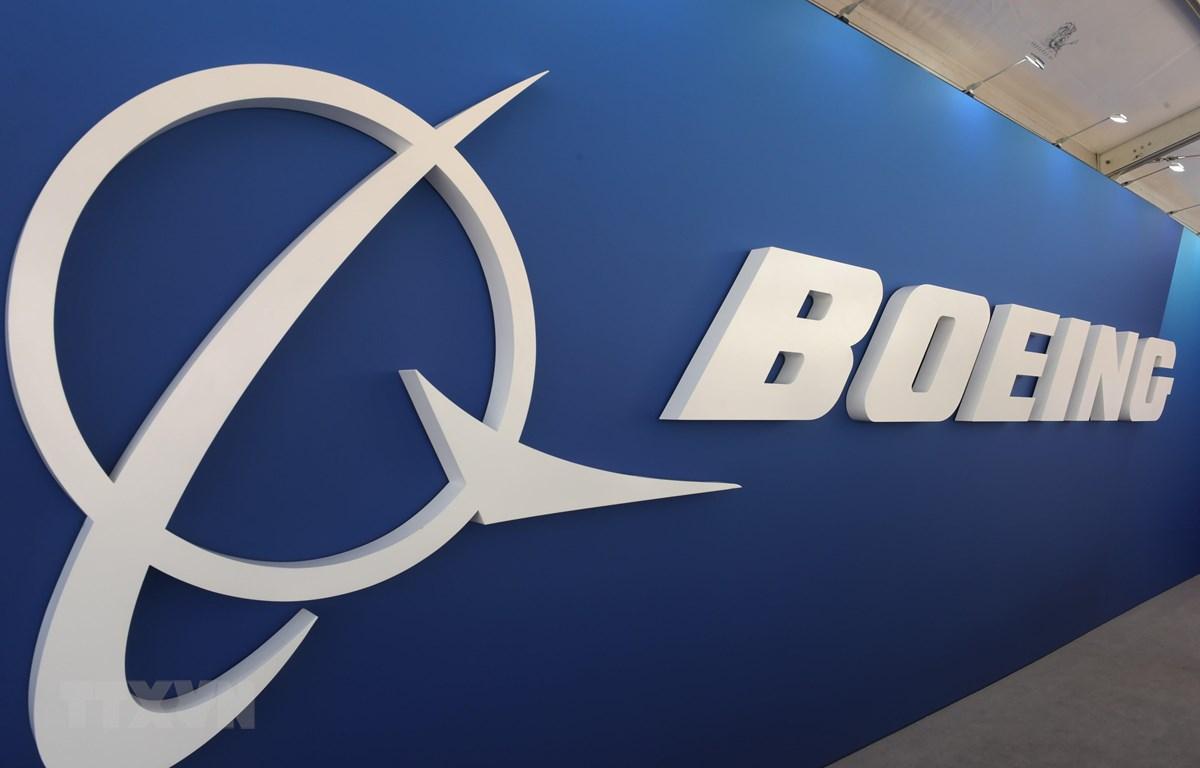 Biểu tượng của hãng sản xuất máy bay Boeing. (Ảnh: AFP/TTXVN)