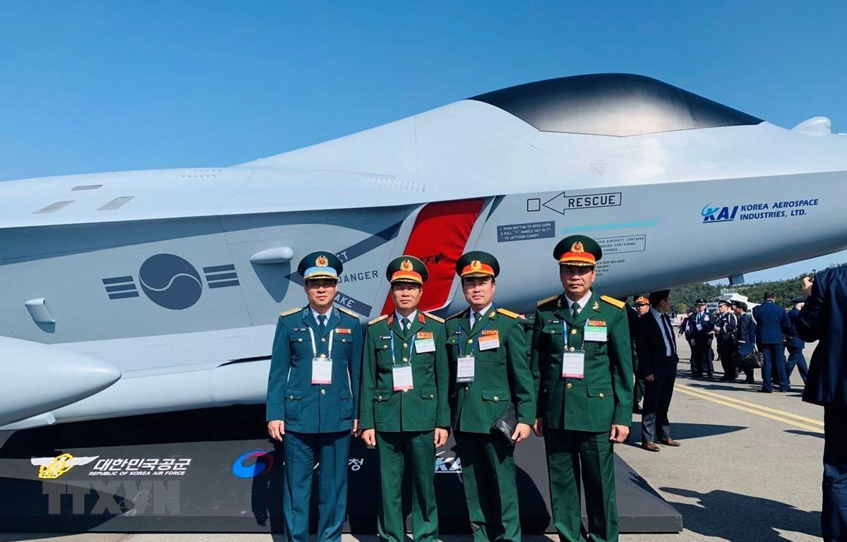 Đoàn Bộ Quốc phòng Việt Nam tại Triển lãm. (Ảnh: Mạnh Hùng/TTXVN)