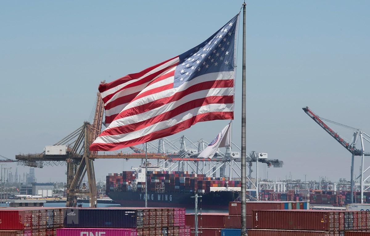 Hàng hóa tại cảng Long Beach, California, Mỹ. (Ảnh: AFP/TTXVN)