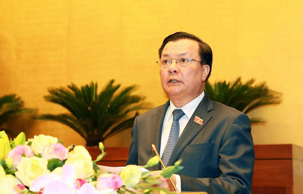 Bộ trưởng Bộ Tài chính Đinh Tiến Dũng trình bày Báo cáo về tình hình thực hiện ngân sách nhà nước năm 2019, dự toán ngân sách nhà nước và phân bổ ngân sách trung ương năm 2020. (Ảnh: Doãn Tấn/TTXVN)
