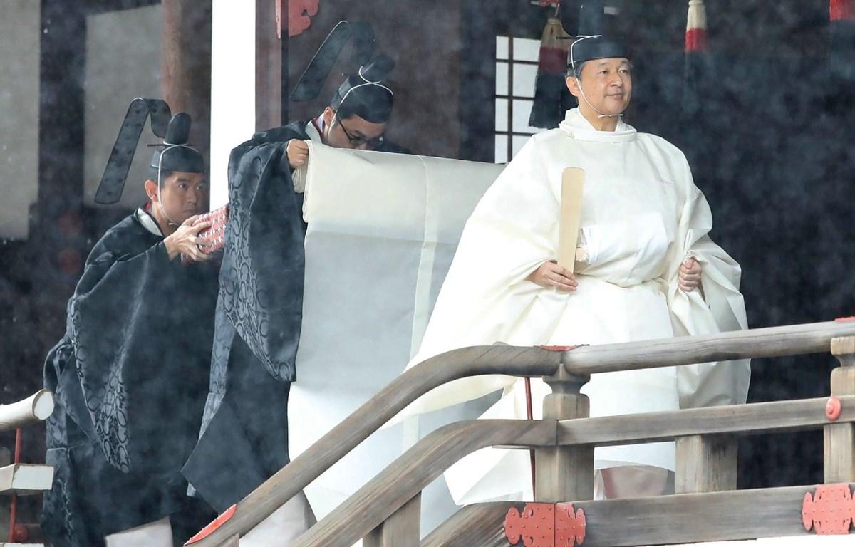 Nhật hoàng Naruhito làm lễ tại Điện thờ cung Hoàng gia ở Tokyo, trước lễ Đăng quang ngày 22/10/2019. (Nguồn: AFP/Getty)