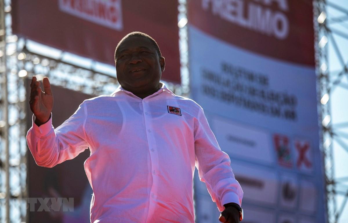 Tổng thống Mozambique Filipe Nyusi phát biểu trong chiến dịch vận động tranh cử ở Matola ngày 12/10/2019. (Ảnh: AFP/TTXVN)