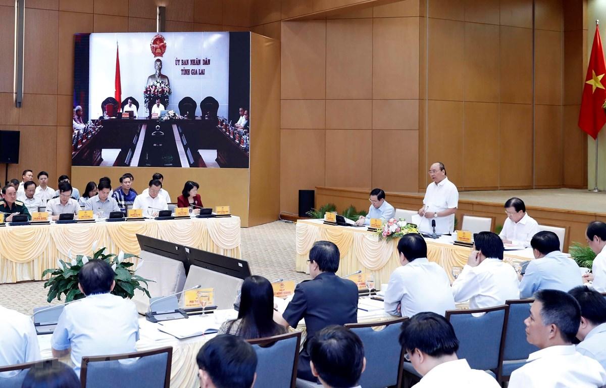 Thủ tướng Nguyễn Xuân Phúc chủ trì Hội nghị trực tuyến toàn quốc về thúc đẩy phân bổ và giải ngân vốn đầu tư công năm 2019. (Ảnh: Thống Nhất/TTXVN)