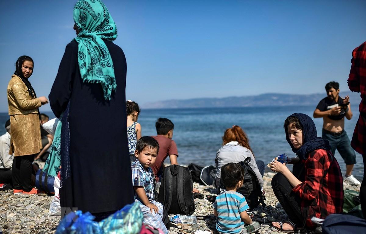 Người tị nạn qua biển Aegean tới đảo Lebos (Hy Lạp) ngày 6/8/2018. (Ảnh: AFP/TTXVN)