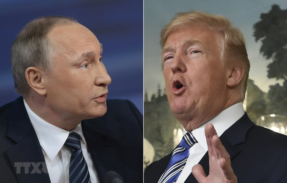 Tổng thống Mỹ Donald Trump (phải) và Tổng thống Nga Vladimir Putin. (Ảnh: AFP/TTXVN)
