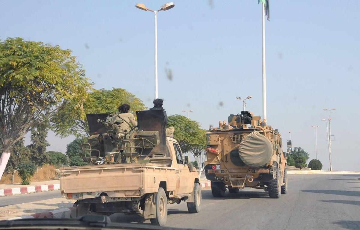 Các lực lượng Thổ Nhĩ Kỳ tuần tra tại thị trấn Tel Abyad, Syria ngày 27/10/2019. (Ảnh: THX/TTXVN)