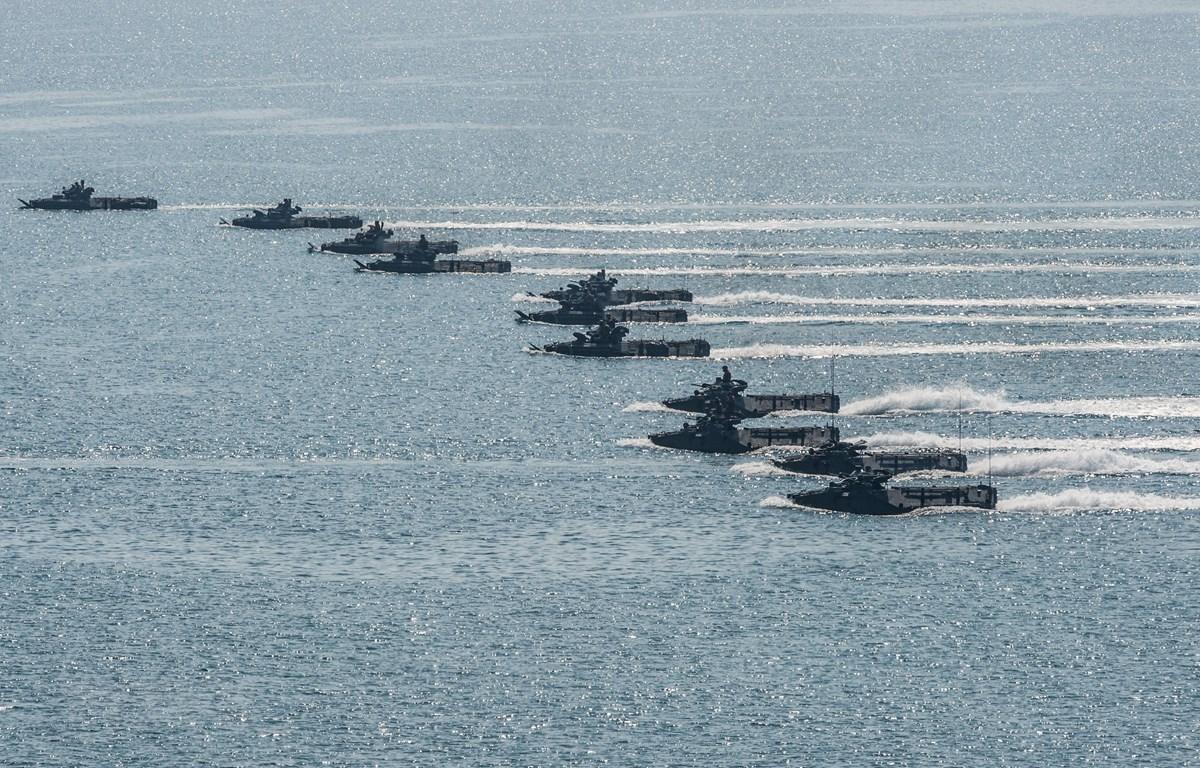 Tàu đổ bộ của Thái Lan và Mỹ tham gia cuộc tập trận Hổ mang Vàng tại Chonburi, Thái Lan, ngày 17/2/2017. (Ảnh: AFP/ TTXVN)