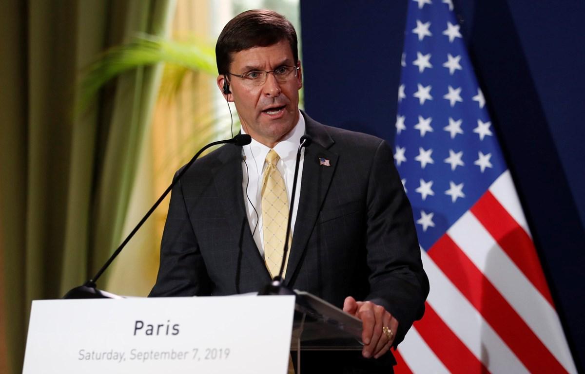 Bộ trưởng Quốc phòng Mỹ Mark Esper phát biểu tại cuộc họp báo ở Paris, Pháp ngày 7/9/2019. (Ảnh: AFP/TTXVN)