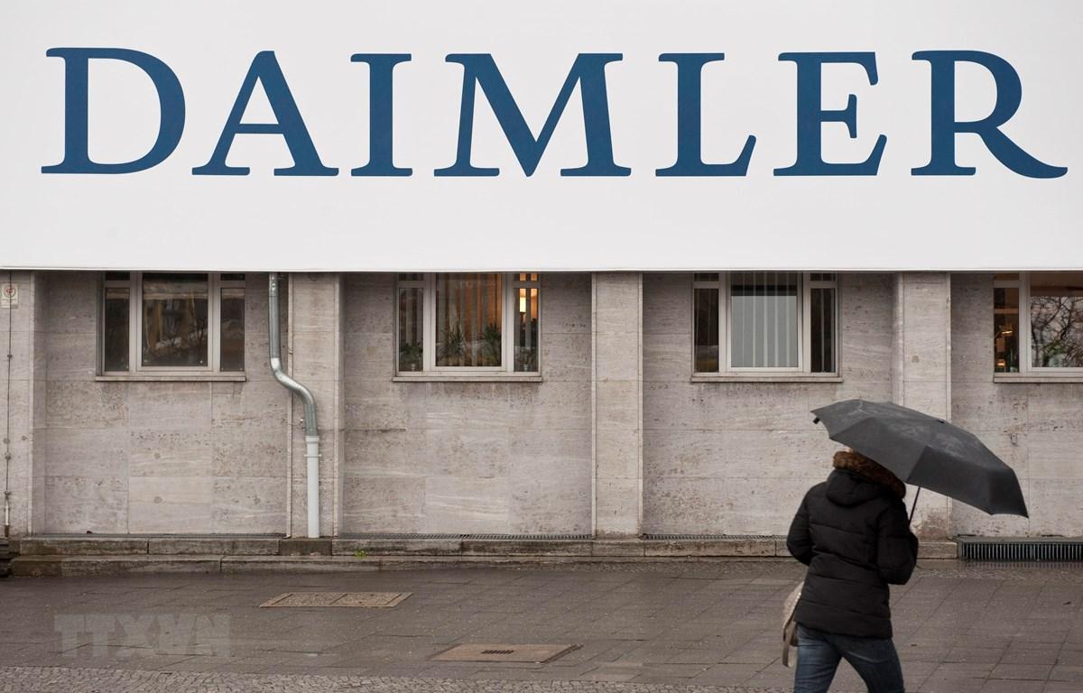 Biểu tượng Daimler tại Berlin, Đức. (Ảnh: AFP/TTXVN)