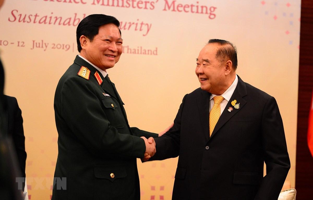 Bộ trưởng Quốc phòng Ngô Xuân Lịch hội đàm với Phó Thủ tướng, Bộ trưởng Quốc phòng Thái Lan Prawit Wongsuwan trong khuôn khổ Hội nghị Bộ trưởng Quốc phòng Hiệp hội các nước Đông Nam Á (ADMM) diễn ra tại Bangkok, Thái Lan ngày 10/7/2019. (Ảnh: Hữu Kiên/TTX