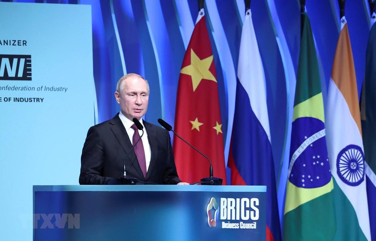 Tổng thống Nga Vladimir Putin phát biểu tại Diễn đàn doanh nghiệp BRICS ở Brasilia, Brazil, ngày 13/11/2019. (Ảnh: THX/TTXVN)
