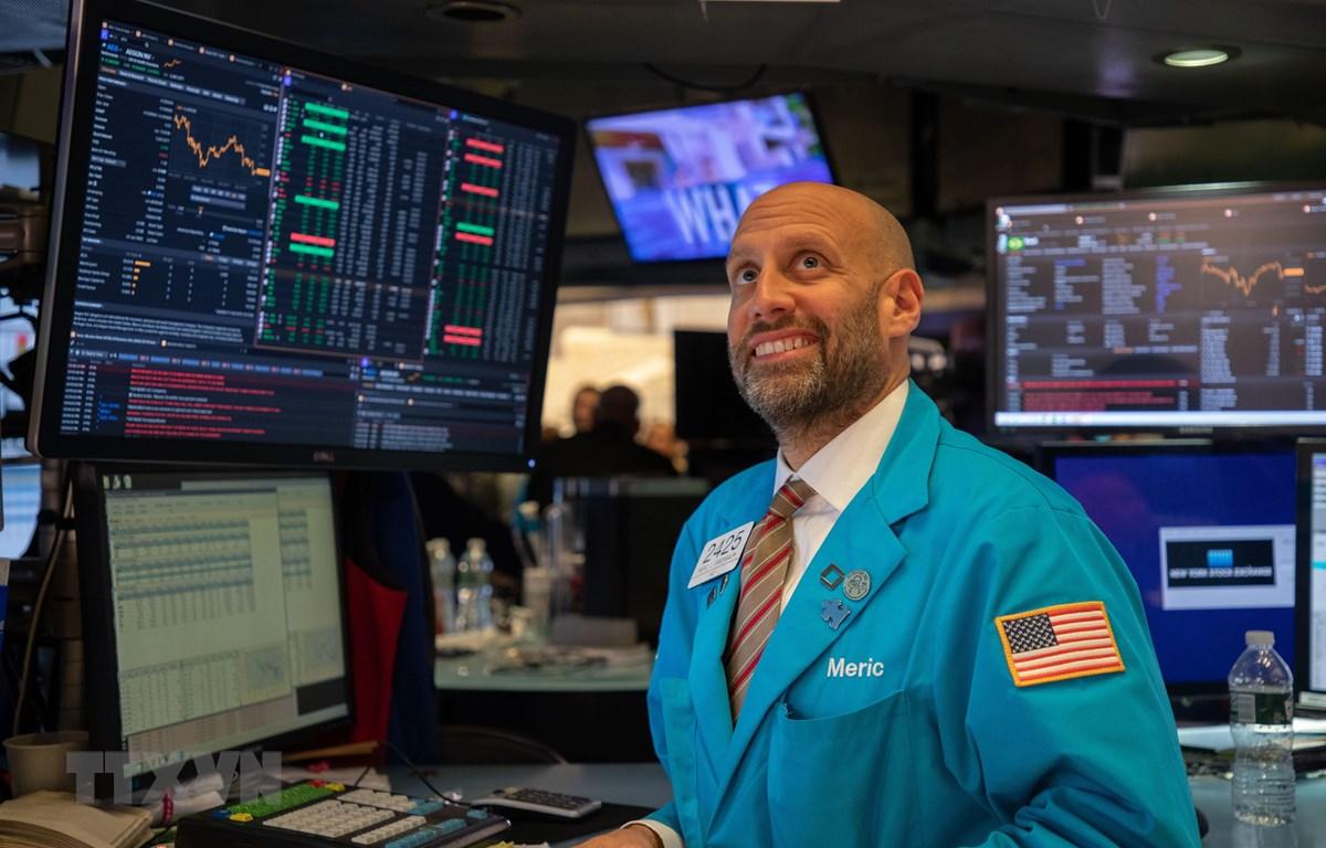 Giao dịch viên tại Sàn giao dịch chứng khoán New York, Mỹ. (Ảnh: THX/TTXVN)