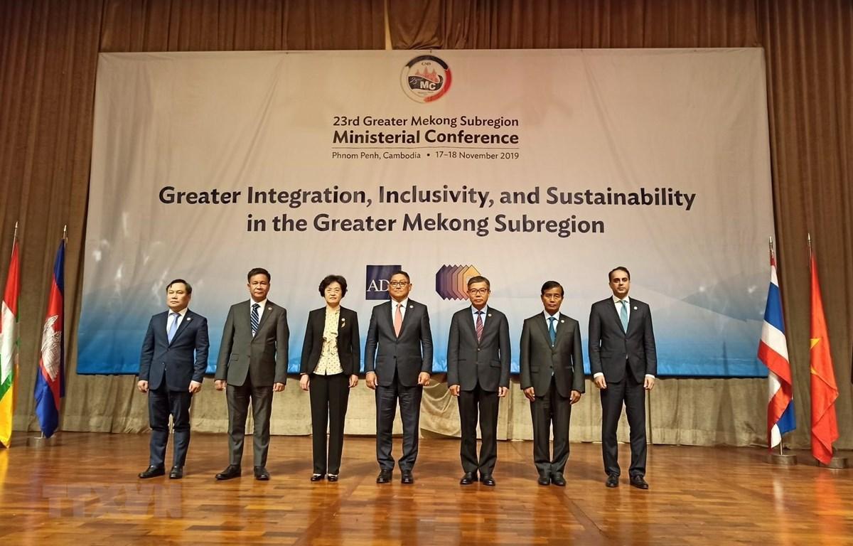 Các trưởng đoàn tham dự Hội nghị GMS 23 chụp ảnh lưu niệm. (Ảnh: PV/TTXVN)