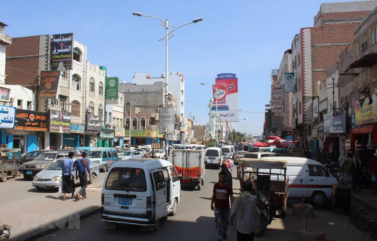Người dân trên đường phố tại Aden, Yemen, ngày 6/11/2019. (Ảnh: AFP/TTXVN)