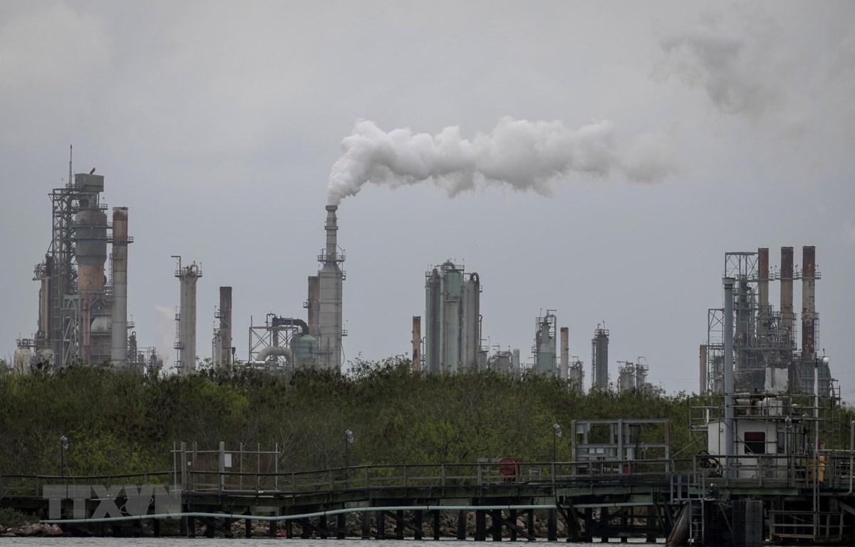 Một nhà máy lọc dầu ở Corpus Christi, bang Texas, Mỹ. (Ảnh: AFP/TTXVN)