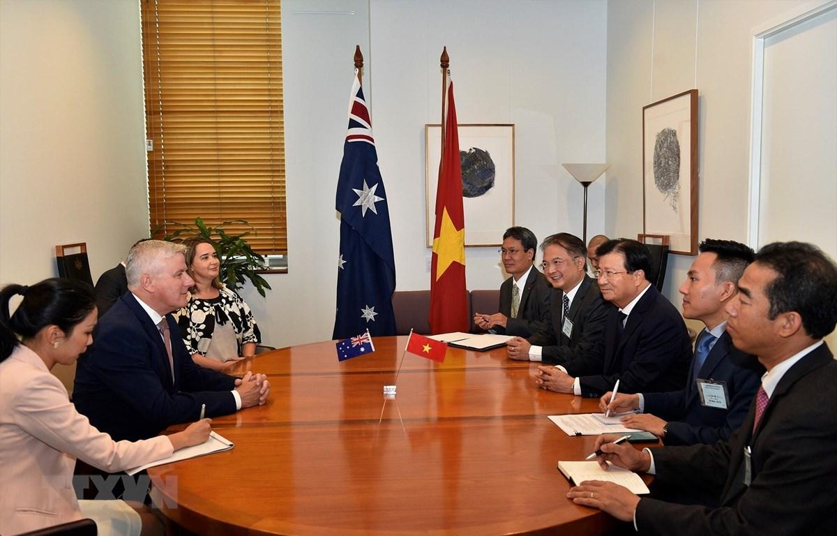 Phó Thủ tướng Trịnh Đình Dũng tiếp Phó Thủ tướng Australia Michael McCormack. (Ảnh: TTXVN phát)
