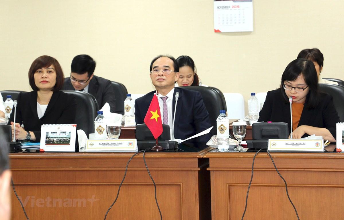 Phó tổng Kiểm toán Nhà nước Nguyễn Quang Thành trong cuộc gặp xã giao với đoàn Ủy ban kiểm toán Indonesia. (Ảnh: Hữu Chiến/Vietnam+)