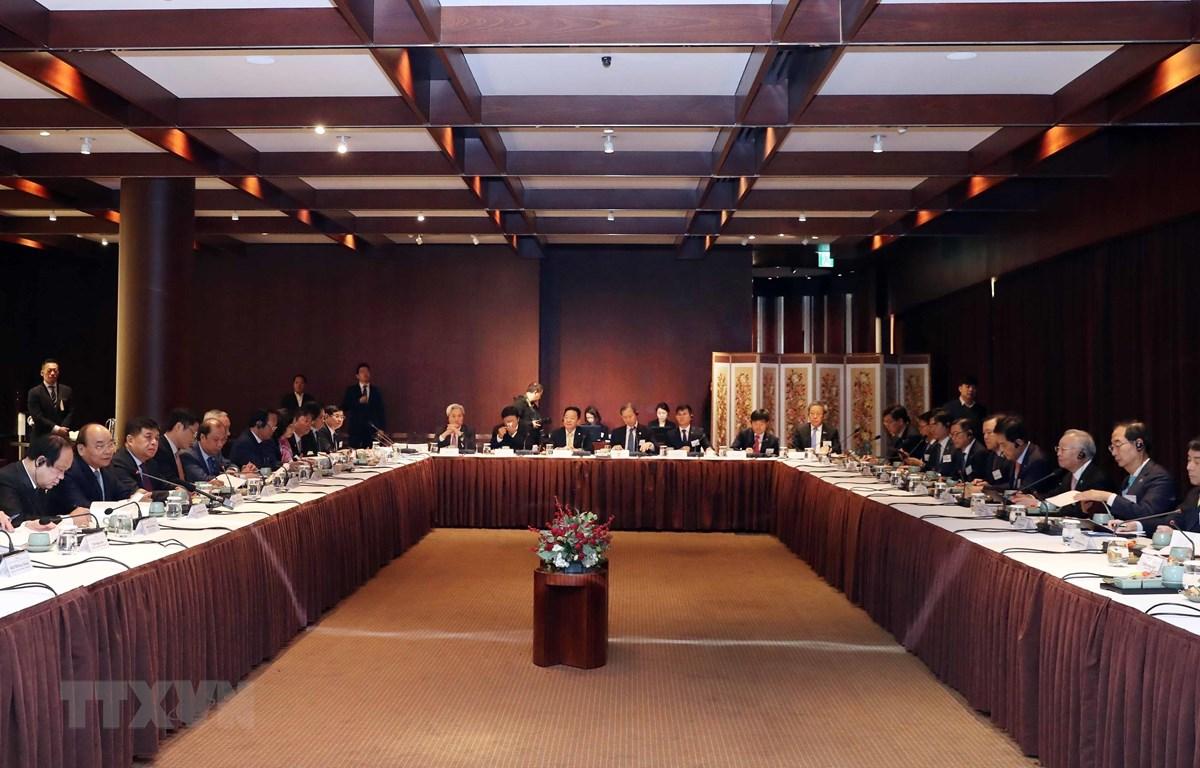 Thủ tướng Nguyễn Xuân Phúc dự Tọa đàm với các doanh nghiệp hàng đầu của Hàn Quốc sáng 28/11/2019. (Ảnh: Thống Nhất/TTXVN)