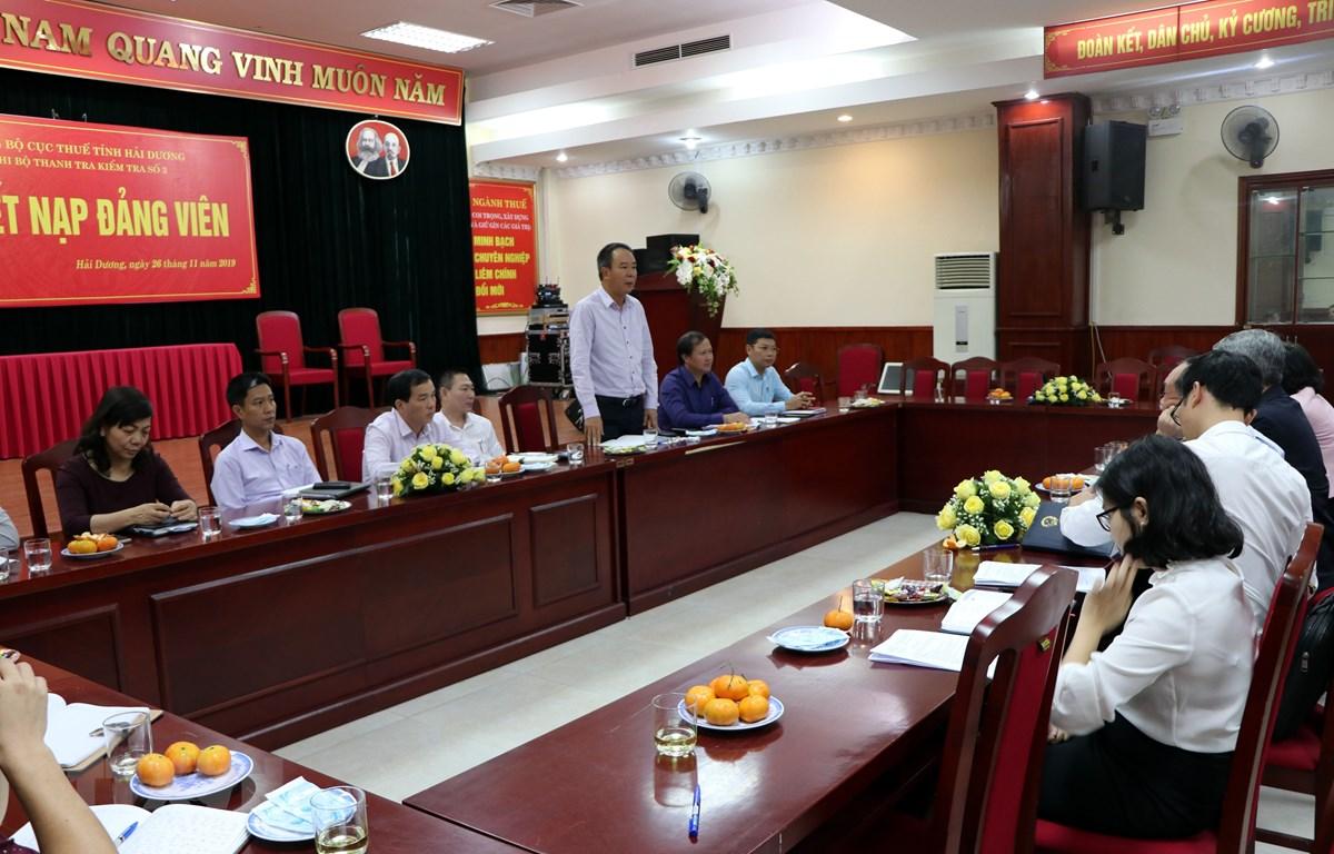 Trưởng ban Kinh tế - Ngân sách HĐND tỉnh Hải Dương Phạm Quang Hưng phát biểu tại buổi làm việc. (Ảnh: Mạnh Tú/TTXVN)
