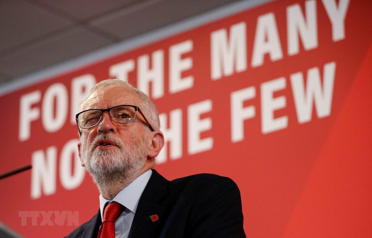 Lãnh đạo Công đảng Jeremy Corbyn phát biểu tại Harlow, Anh, ngày 5/11/2019. (Ảnh: THX/TTXVN)
