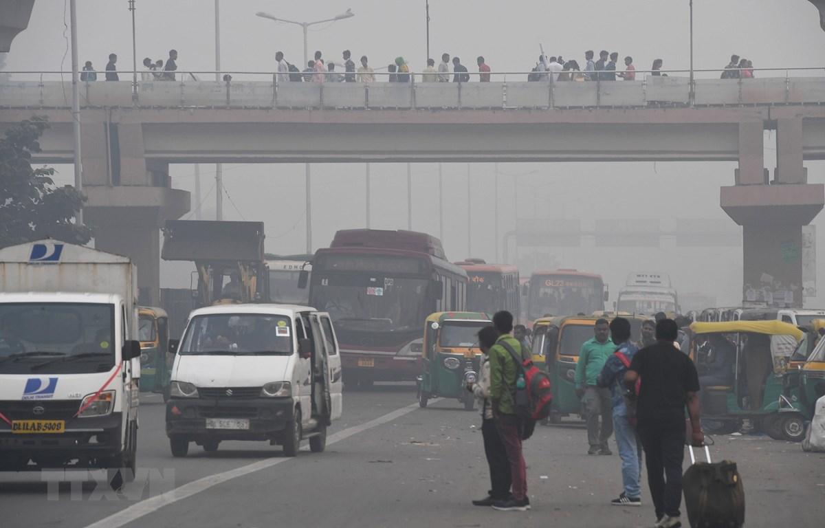Khói mù bao phủ thủ đô New Delhi, Ấn Độ ngày 4/11/2019. (Ảnh: AFP/TTXVN)