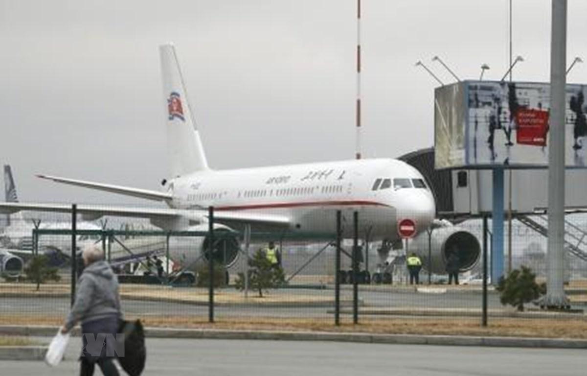 Máy bay của Hãng hàng không Triều Tiên Air Koryo tại sân bay quốc tế Vladivostok (Nga) ngày 23/4/2019. (Ảnh: KYODO/TTXVN)