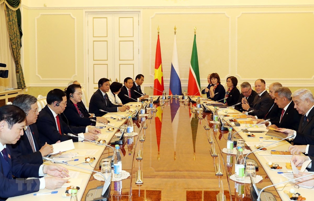 Chủ tịch Quốc hội Nguyễn Thị Kim Ngân hội kiến Tổng thống Tatarstan, Liên bang Nga. (Ảnh: Trọng Đức/TTXVN)