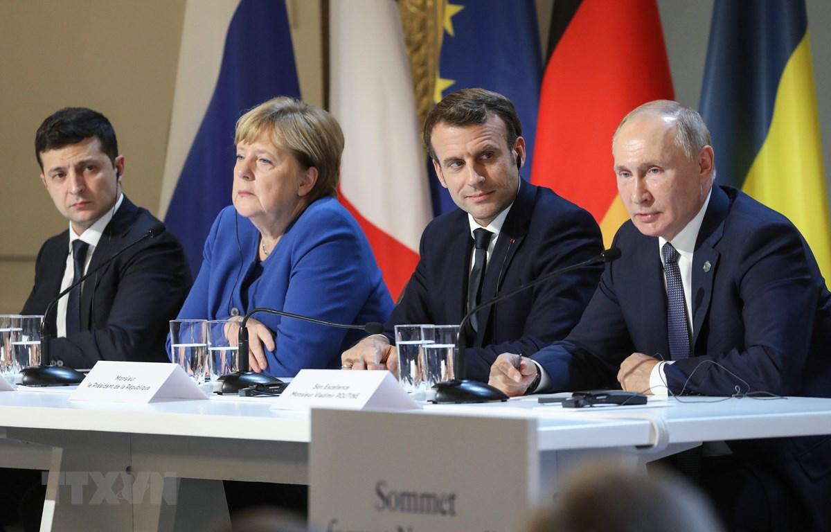 (Từ trái sang): Tổng thống Ukraine Volodymyr Zelensky, Thủ tướng Đức Angela Merkel, Tổng thống Pháp Emmanuel Macron và Tổng thống Nga Vladimir Putin trong cuộc họp báo sau Hội nghị thượng đỉnh Nhóm Bộ tứ Normandy tại Paris, Pháp, ngày 9/12/2019. (Ảnh: AFP