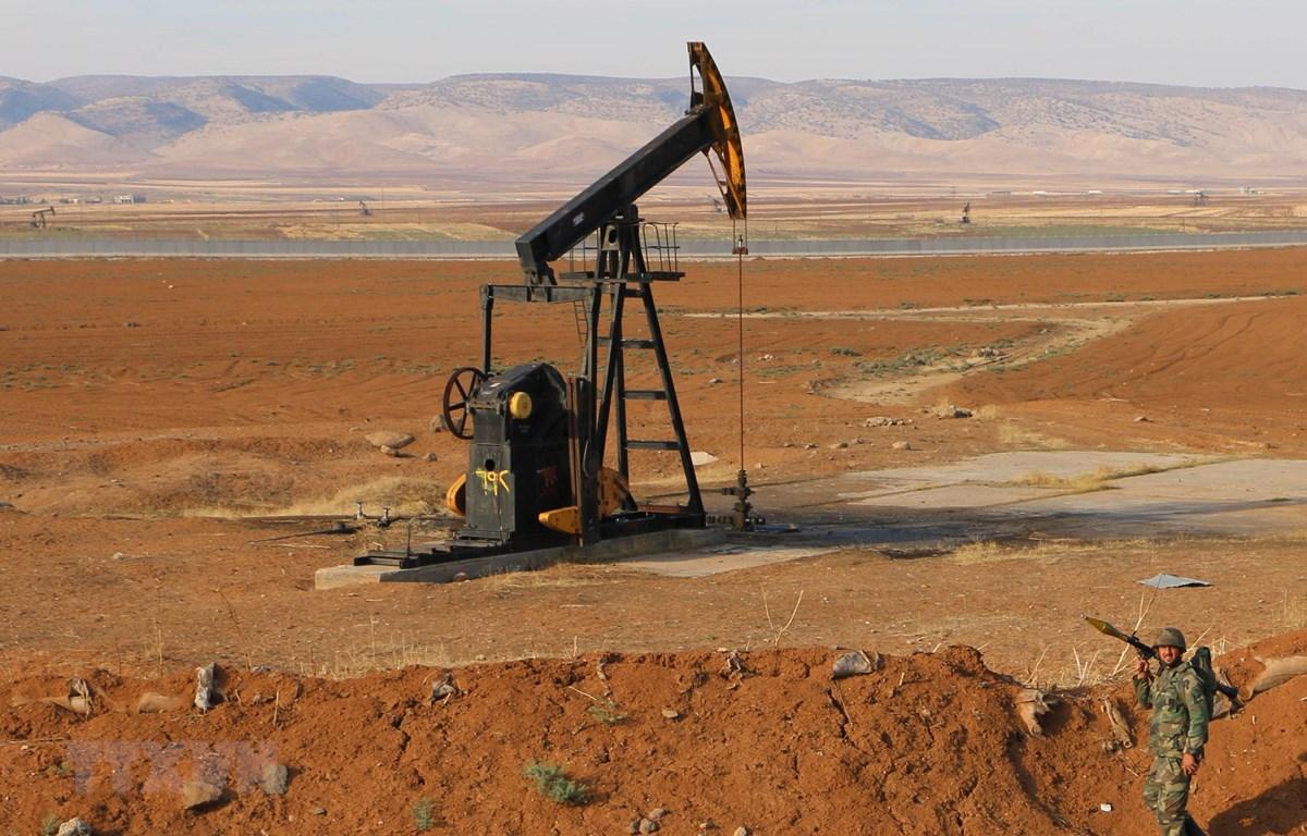 Một giếng dầu ở tỉnh Hasakah, Syria, ngày 5/11/2019. (Ảnh: THX/TTXVN)