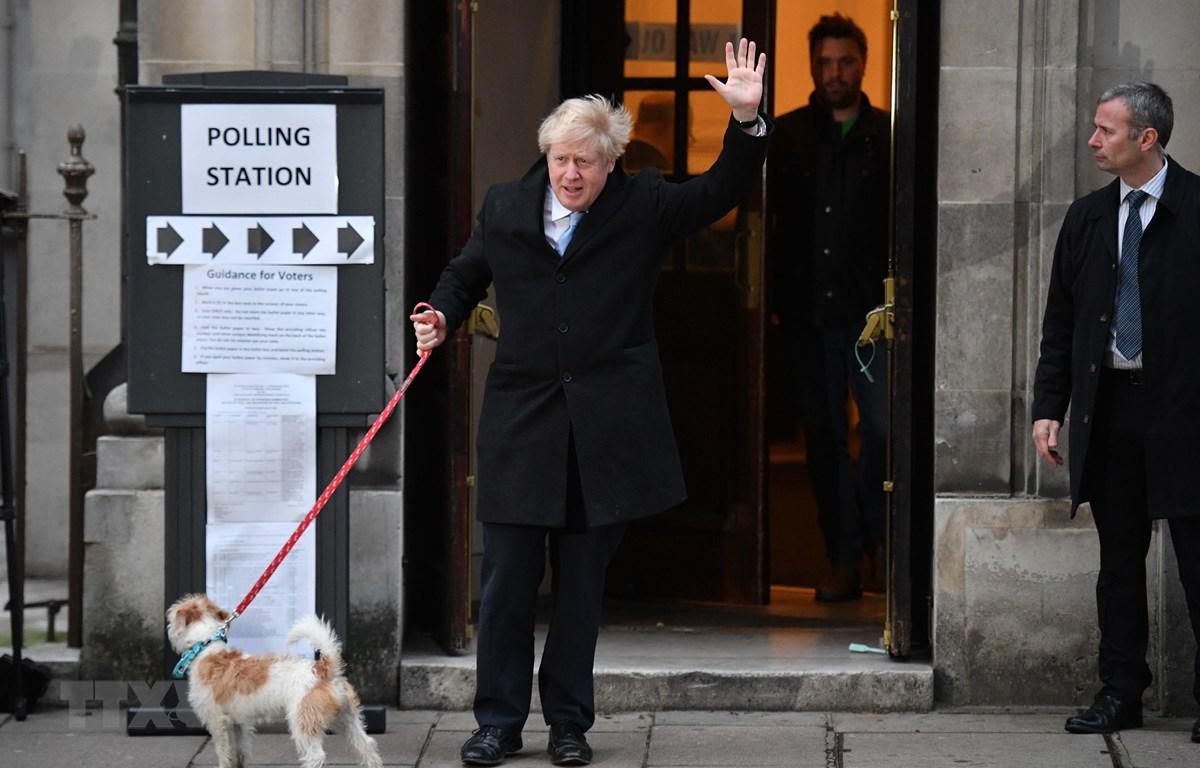 Thủ tướng Anh Boris Johnson tới một địa điểm bỏ phiếu ở London, Anh, ngày 12/12/2019. (Ảnh: AFP/TTXVN)