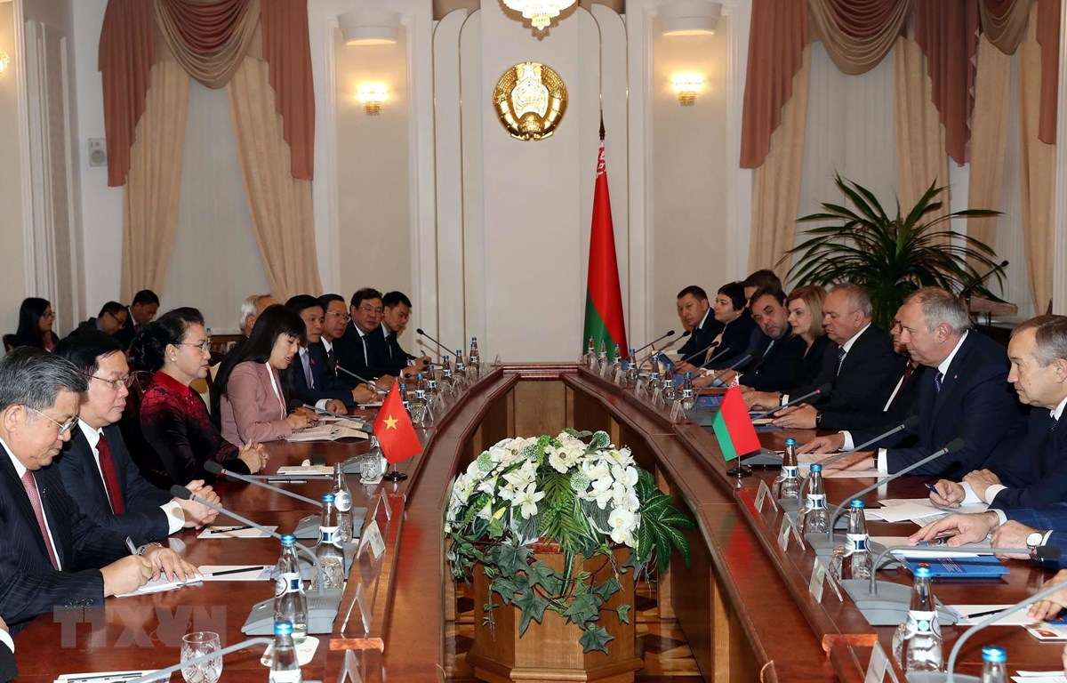Chủ tịch Quốc hội Nguyễn Thị Kim Ngân hội kiến Thủ tướng Cộng hòa Belarus, Sergey Nikolayevich Rumas. (Ảnh: Trọng Đức/TTXVN)