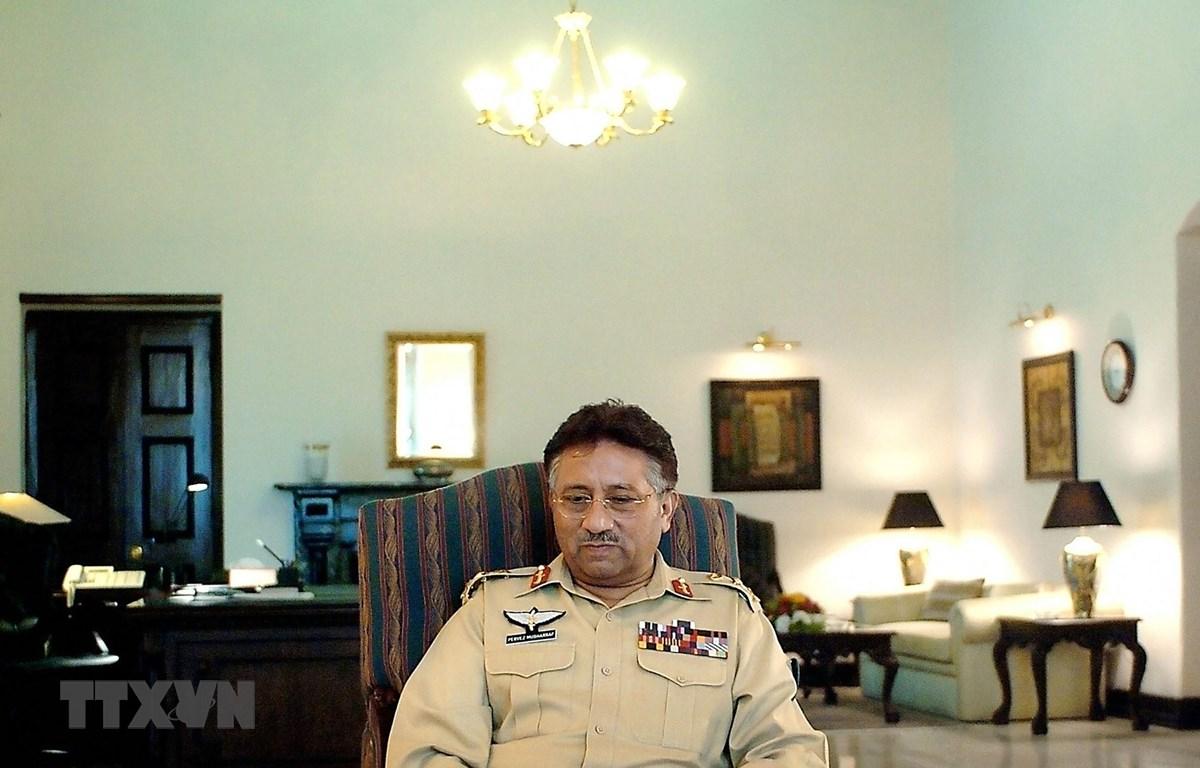 Ông Pervez Musharraf, khi đang đương chức Tổng thống Pakistan, tại một buổi phỏng vấn báo chí ở Rawalpindi ngày 12/6/2004. (Ảnh: AFP/TTXVN)