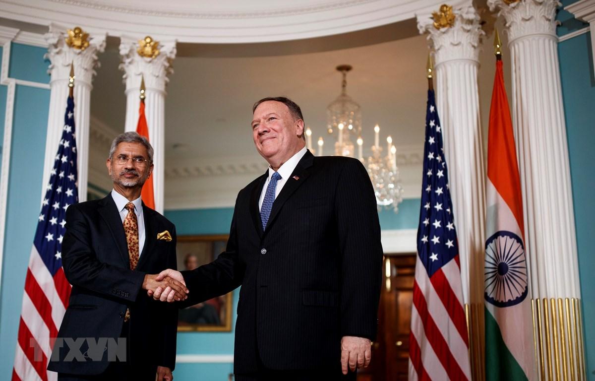 Ngoại trưởng Mỹ Mike Pompeo (phải) và Ngoại trưởng Ấn Độ Subrahmanyam Jaishankar tại cuộc gặp ở Washington D.C., Mỹ ngày 30/9. (Ảnh: THX/TTXVN)