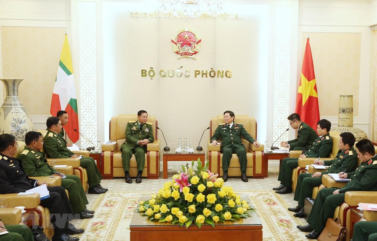 Đại tướng Ngô Xuân Lịch tiếp Thống tướng Min Aung Hlaing, Tổng Tư lệnh các lực lượng vũ trang Myanmar. (Ảnh: Dương Giang/TTXVN)